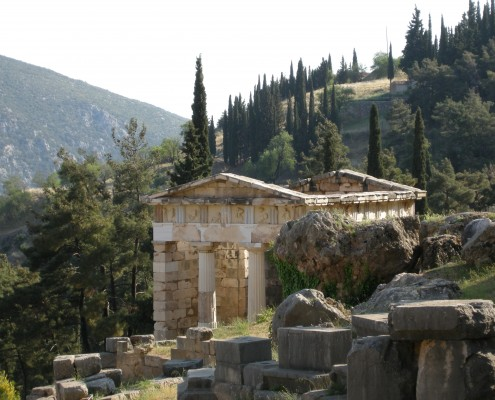 Getting Along With Your Neighbours: Conflict and Cooperation in Ancient Greece