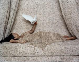 Lalla Essaydi Les femmes du Maroc : La Sultane, 2008 MBAM. Achat, fonds de la Campagne du Musée 1988-1993